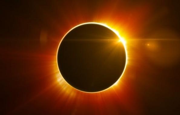 Sarà il 'Sole nero' a salutare l'arrivo della primavera il prossimo venerdì 20 marzo, giorno dell'equinozio. Grazie alla complicità della terza super Luna del 2015, l'eclisse sarà totale per i […]
